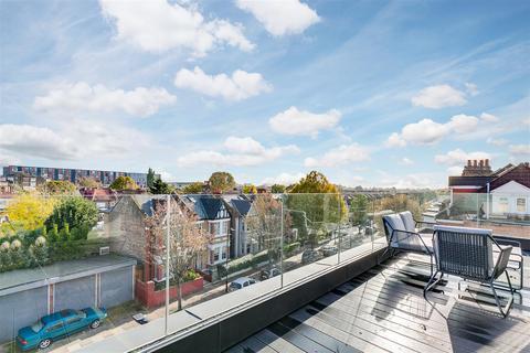 3 bedroom flat for sale - Larden Hall, Essex Park Mews, W3