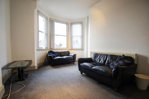 3 bedroom flat to rent - Court Oak, Harborne
