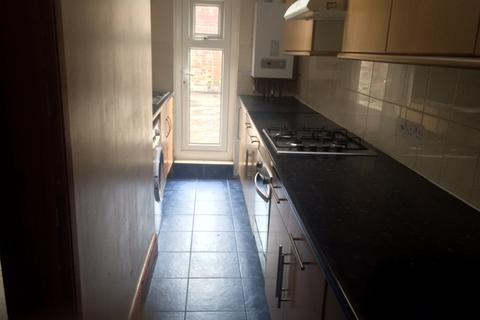 5 bedroom terraced house to rent - Donnington Gardens, Reading