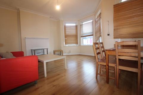 2 bedroom flat to rent - Westbury Avenue, Turnpike Lane, N22