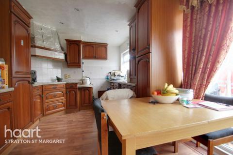 3 bedroom semi-detached house for sale - Cheraton Close, Swindon