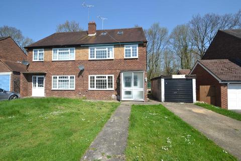 6 bedroom semi-detached house to rent - Courts Road, Reading