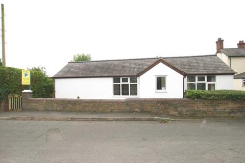 3 bedroom detached bungalow to rent - Tram Road, Buckley, CH7 3HU.