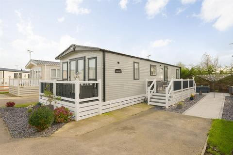 2 bedroom park home for sale - Bluewater, Sea View Holiday Park, St Johns Rd, Whitstable, Kent