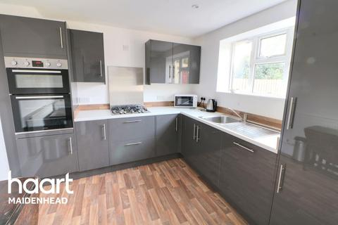 3 bedroom semi-detached house for sale - Larchfield, Maidenhead
