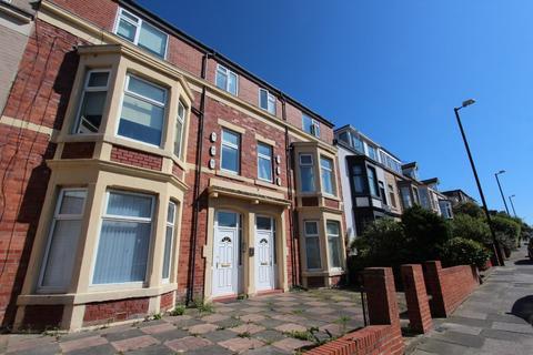 2 bedroom apartment to rent - Esplanade, Whitley Bay.  NE26 2AL