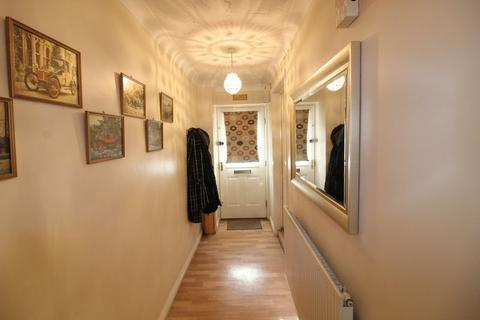 3 bedroom end of terrace house for sale - Delightful Town House in Dunraven Avenue, Luton