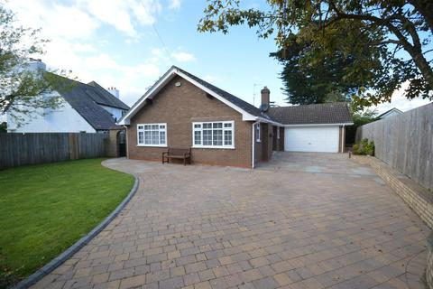 3 bedroom detached bungalow for sale - Bevyl Road, Parkgate, Neston