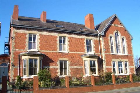 2 bedroom flat for sale - Queens Park House, Oswestry