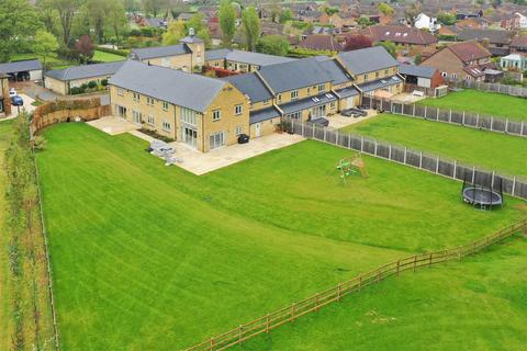 5 bedroom mews to rent - Manor Farm Close, Edlesborough, Buckinghamshire
