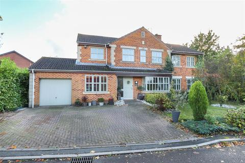 5 bedroom detached house for sale - Halesworth Close, Walton, Chesterfield, S40 3LW