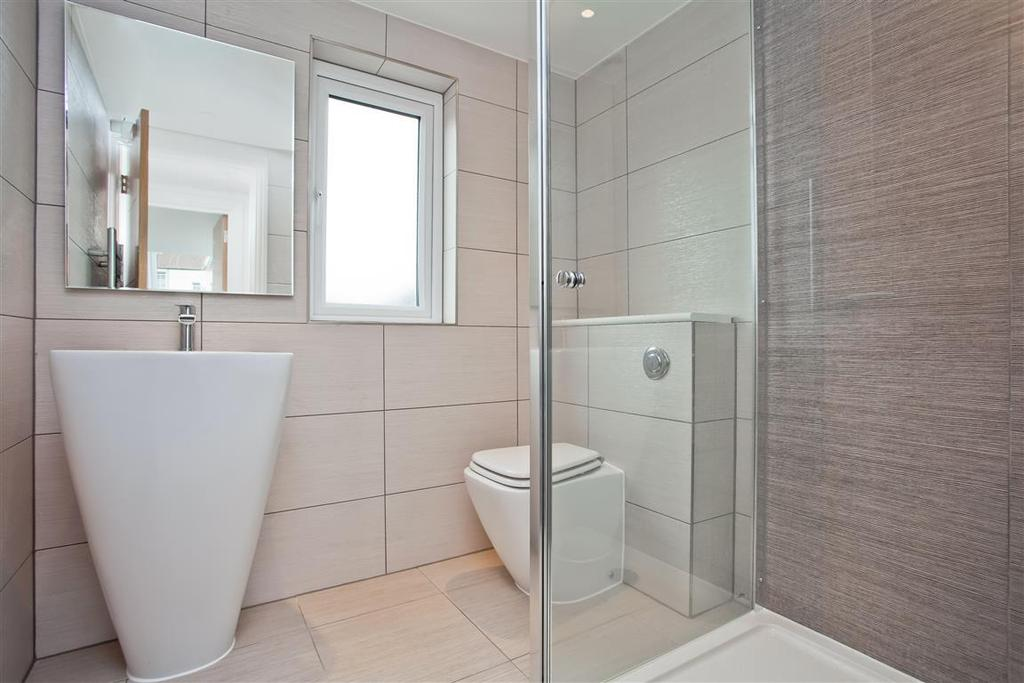 748. Shower Room.jpg