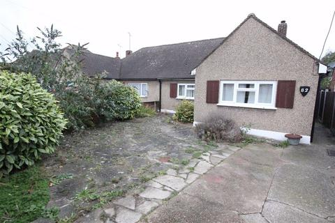 2 bedroom semi-detached bungalow to rent - Nevendon Road, Wickford, Essex