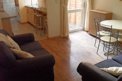 5 bedroom flat to rent - Tiverton Road
