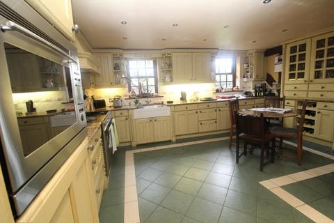 5 bedroom farm house for sale - Waltons Hall Road, Linford, Stanford Le Hope, Essex, SS17