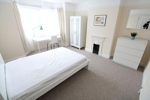 5 bedroom house share to rent - Burgess Road, CLOSE TO UNI & HOSPITAL!