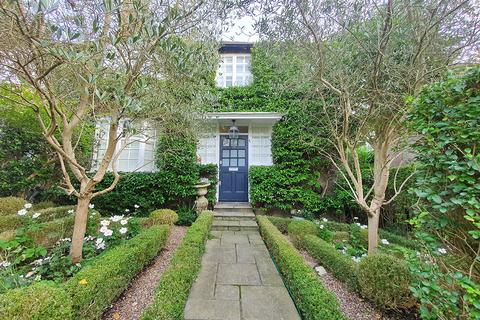 3 bedroom semi-detached house for sale - Eastholm, Hampstead Garden Suburb