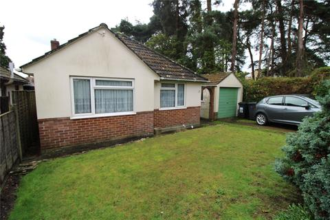 2 bedroom bungalow for sale - Meadow View Road, Bournemouth, BH11