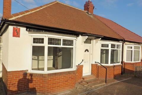 3 bedroom bungalow for sale - Highfield Road, South Shields, Tyne and Wear, NE34 6HG