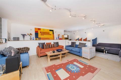 3 bedroom flat for sale - Kings Lodge, Pembroke Road, Ruislip, Greater London