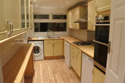 4 bedroom semi-detached house to rent - The Avenue, E4