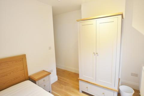 5 bedroom house share to rent - Martaban Road, London, N16