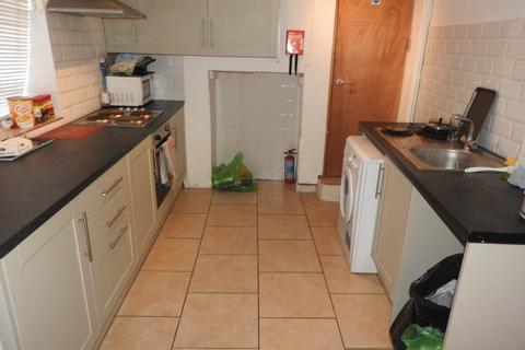 4 bedroom house to rent - Spring Terrace, Sandfields, Swansea