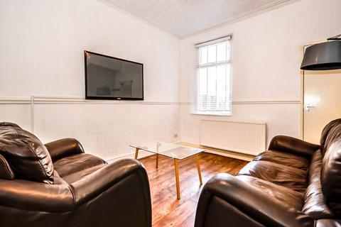 3 bedroom house share to rent - Halsbury Road, Kensington, Liverpool