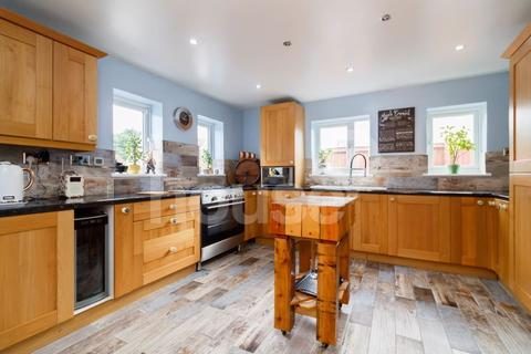 4 bedroom detached house for sale - Chequers Road, Minster on Sea