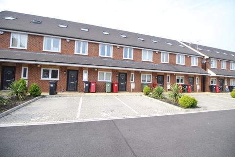 4 bedroom terraced house to rent - Reet Gardens, Slough, SL1