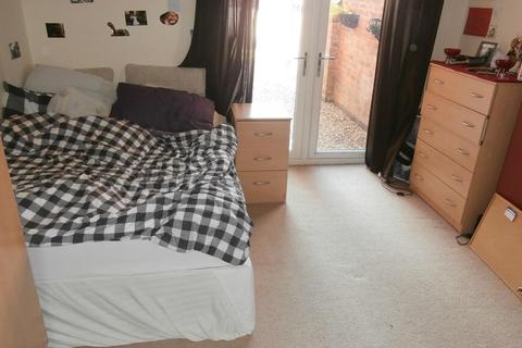 5 bedroom house to rent - Cross Road, Leicester