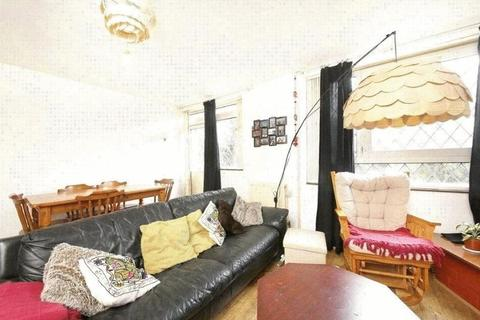 3 bedroom flat to rent - Knapp Road, Bow, London