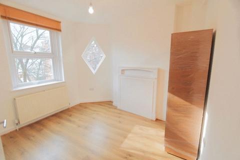 2 bedroom apartment to rent - Philpot Street, London