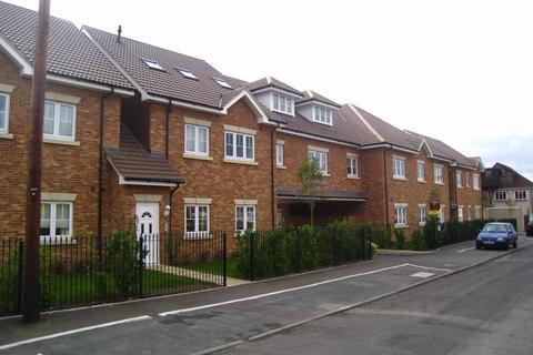 2 bedroom flat to rent - Worcester Court,  Murrells Lane, Camberley, GU15