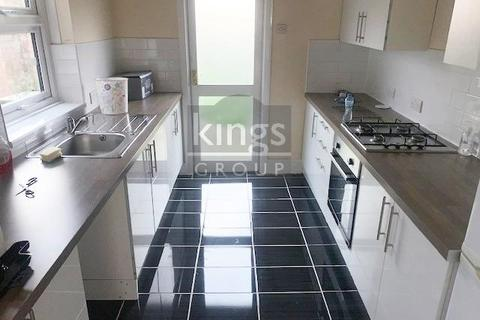 2 bedroom house to rent - Huxley Road, London