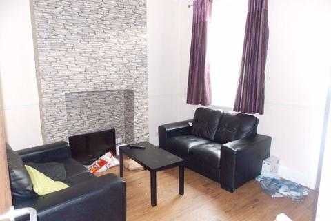 3 bedroom property to rent - Students Rosebery Ave, Hull