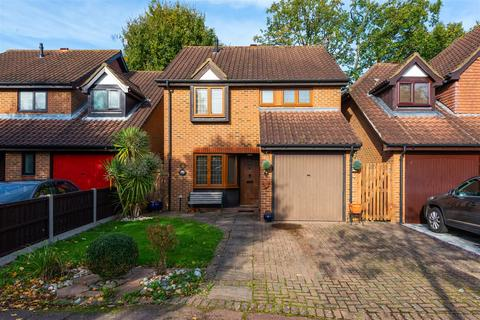 3 bedroom detached house for sale - Carlton Tye, Horley