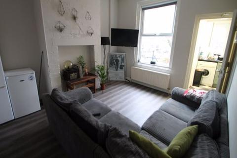 4 bedroom terraced house to rent - Bennett Road, Headingley, LS6 3HN