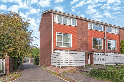 4 bedroom end of terrace house for sale - Burntwood Grange Road, London, SW18