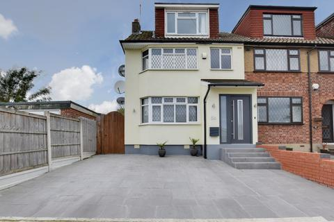 4 bedroom end of terrace house for sale - Church Road, Harold Wood, Romford, RM3