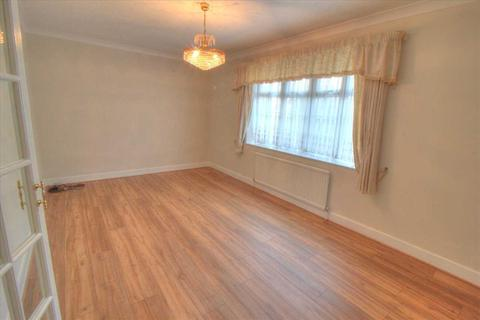 3 bedroom bungalow to rent - Catherine Road, Enfield