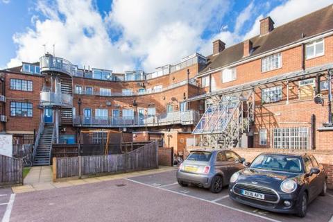 2 bedroom maisonette for sale - Kings Court, Easton Street, High Wycombe HP11