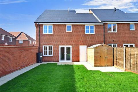 3 bedroom end of terrace house for sale - Linnet Drive, Finberry, Ashford, Kent