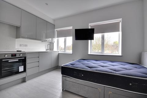 Studio to rent - Whittington Way, Pinner, Middlesex