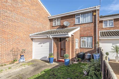 3 bedroom terraced house for sale - Aylsham Drive, Ickenham, Uxbridge, Middlesex, UB10