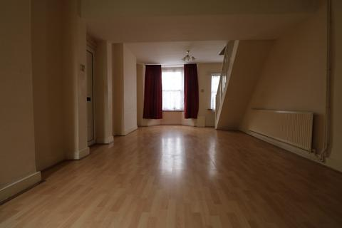 3 bedroom semi-detached house to rent - Cowper Road, Rainham, Essex, RM13