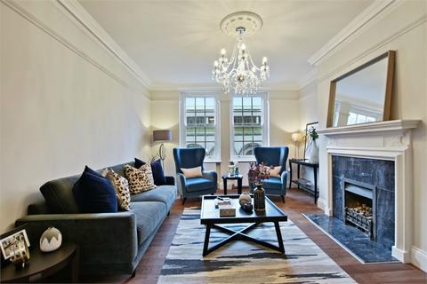 3 bedroom flat to rent - Great Portland Street, London