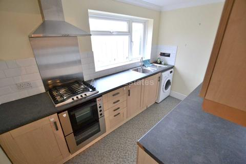 2 bedroom maisonette to rent - Lomond Avenue, Caversham, Reading