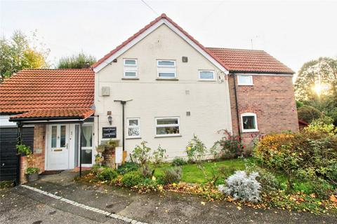 2 bedroom flat for sale - 1 Coach House, Manor Court, Attleborough Road, Hingham, NORWICH, Norfolk