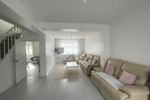 3 bedroom semi-detached house to rent - Holmwood Road, EN3